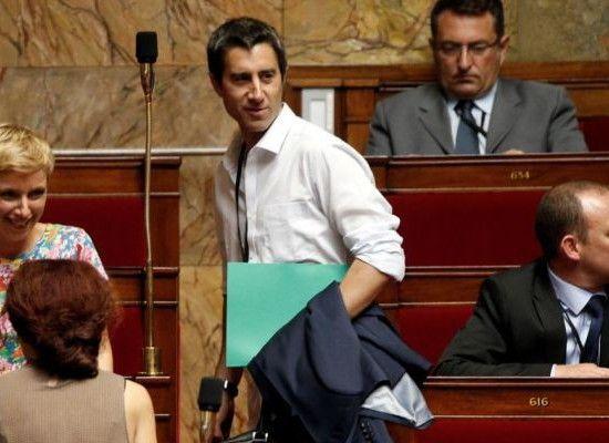Le journaliste et député François Ruffin dénonce à l'Assemblée Nationale la mainmise des oligarques sur les médias français