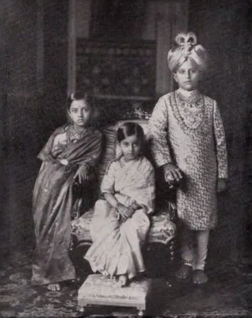Maharajah Jaya Chamaraja Waidyar of Mysore with his sisters. Ca. 1928.