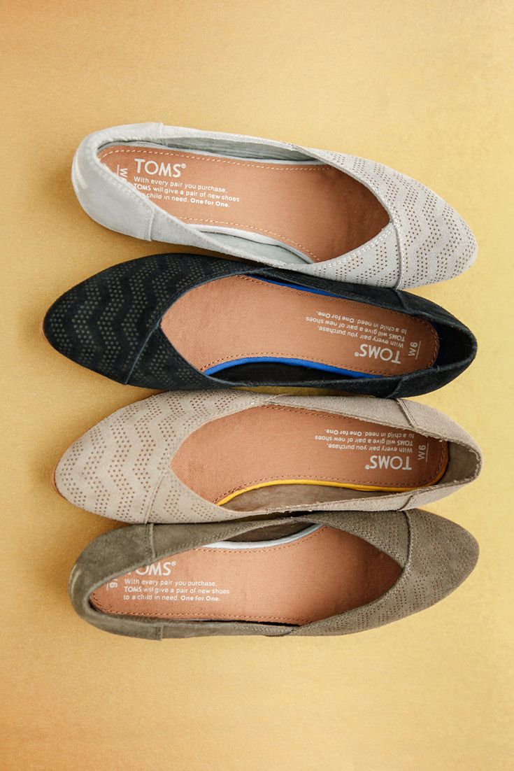 Featuring a chevron embossed design for a dash of flair, the TOMS Jutti is a pointed-toe flat that's so comfortable you'll wear it from work to weekend.