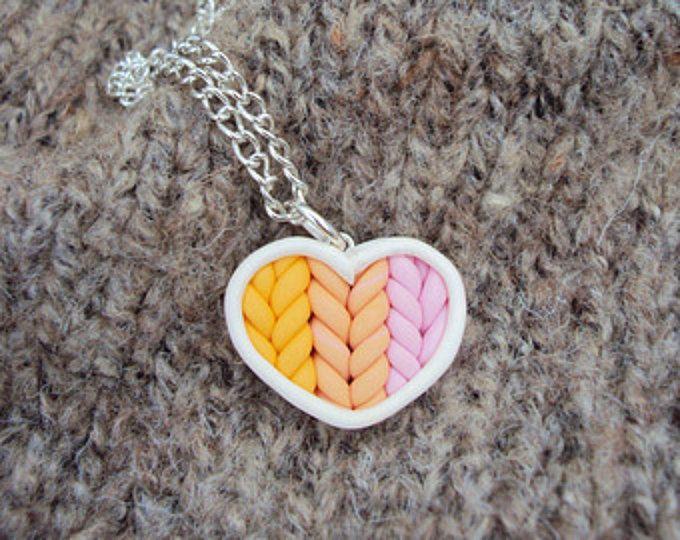 Ombre del melocotón corazón de punto color rosa collar arcilla del polímero, la arcilla joyería de miniatura, cadena, arcilla miniatura plateado