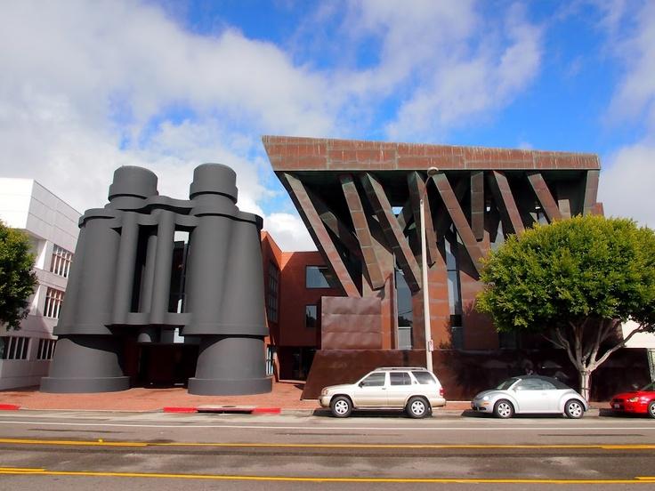 シャット・デイ・モージョ広告代理店/ロサンゼルス。フランク・O・ゲーリー。  こ、これは・・・まぁ、インパクトはあった。これもポストモダン的な系譜なのか。