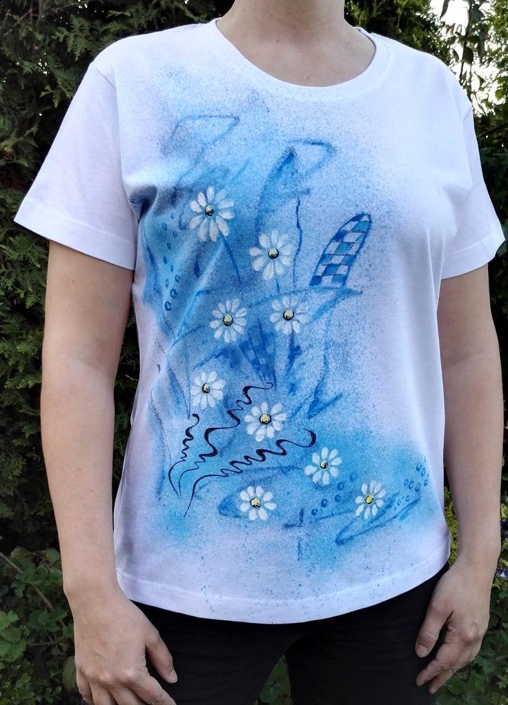 Malováné+dámské+tričko+vel.+XL+Originální+malované+tričko+značky+ADLER+Basic+velikosti+XL+Materiál:+bavlna+-+gramáž+160+g/m2,+bílé+barvy.+Doporučuji+prát+po+rubu+na+30stupňů+na+šetrný+program+-+obrácené+obrázkem+dovnitř.+Žehlit+na+bavlnu,+motiv+přes+plátno+nebo+po+rubu.+Barvy+jsou+do+trička+tepelně+zafixovány+žehlením.