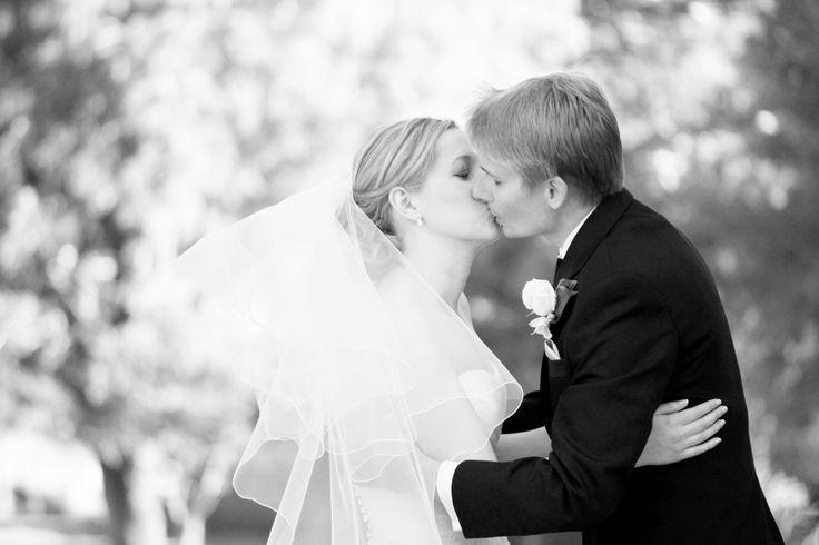 [ wedding photographer Sydney ] wedding kiss oatlands house sydney