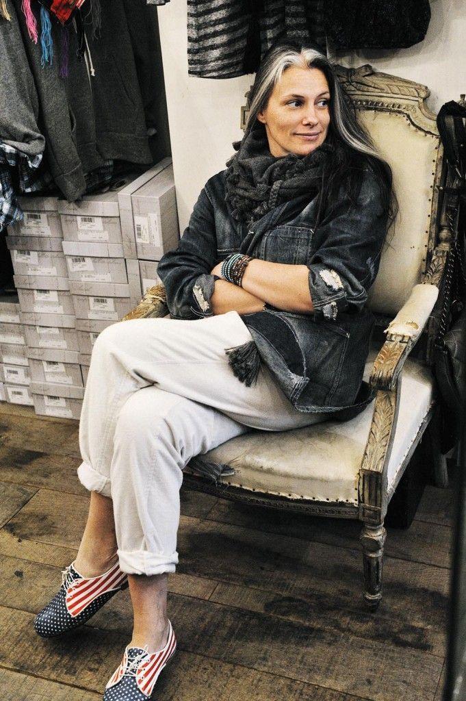 I can definitely learn to embrace my chunky silver streaks like this woman. Yaya ©️ Frédérique Veysset