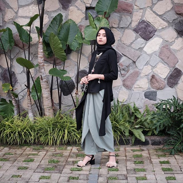 guess what am i wearing? pants or skirt? @nrh.fornabilia