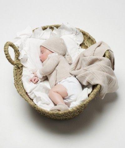Foto de Bebé… en la cestita descansando