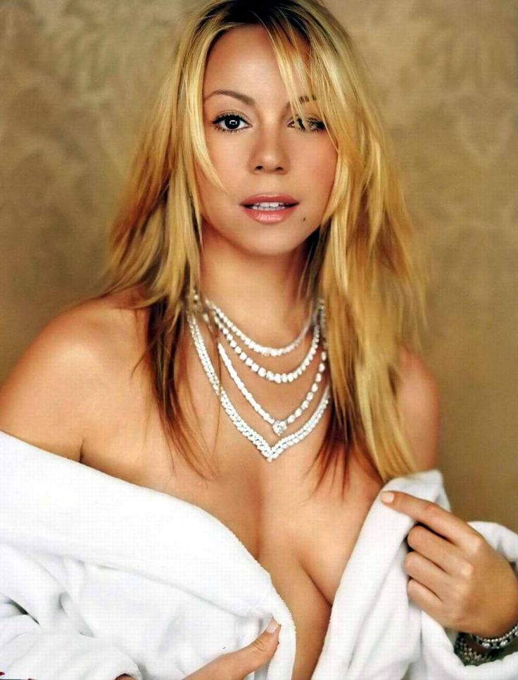 Mariah's plump, juicy breasts are national treasures that should be shrouded indeed. ♥♥♥♥