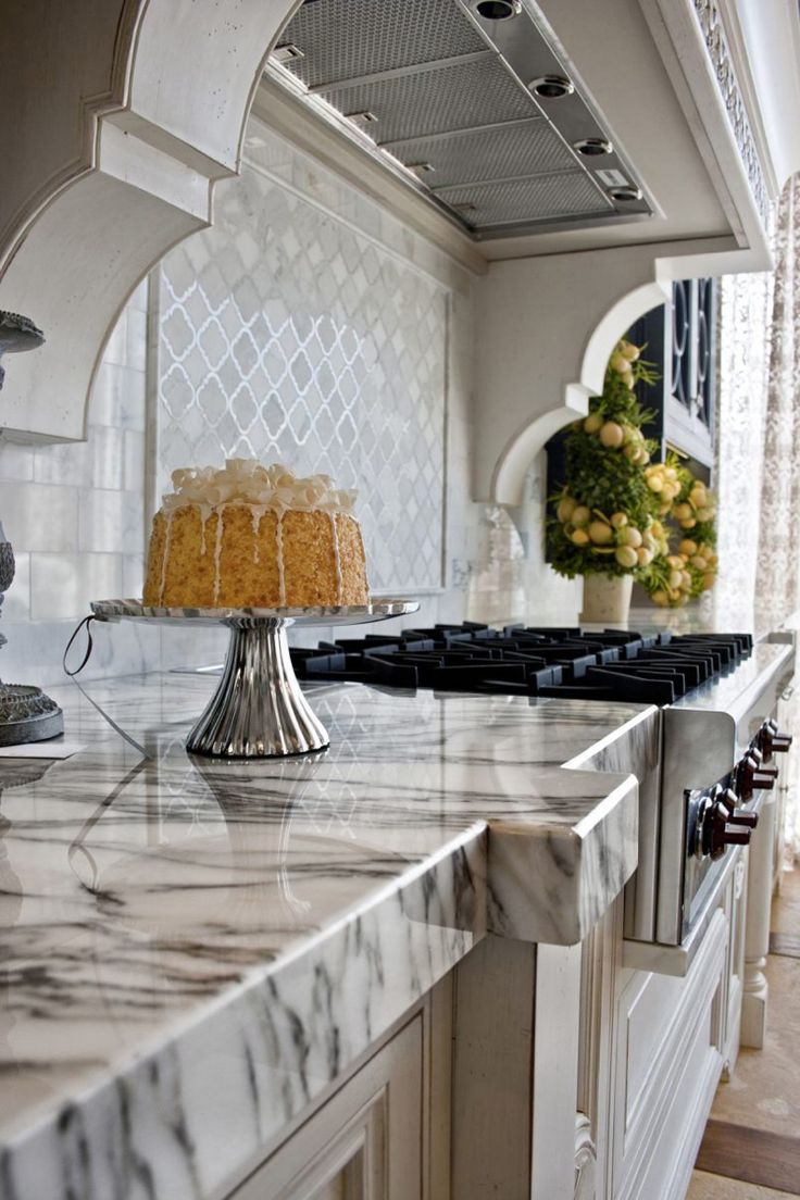 Als Ein Robuster Naturstein Ist Marmor Ein Beliebtes Material Für  Küchenarbeitsplatten, Böden Und Bäder. Wie Wird Er Richtig Gereinigt Und  Gepflegt?