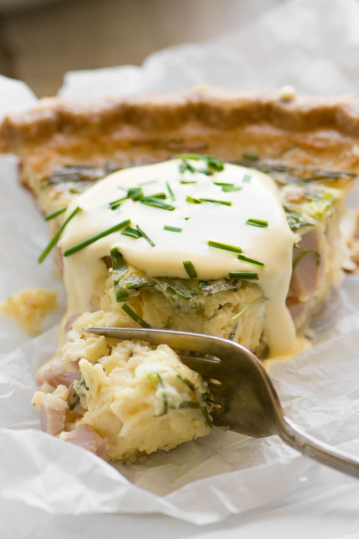Eggs Benedict Quiche with Hollandaise Sauce ~ this brilliant hack lets you enjoy your favorite luxury breakfast in easy sliceable form ~ complete with little chunks of Canadian bacon, and a quick and creamy hollandaise sauce!