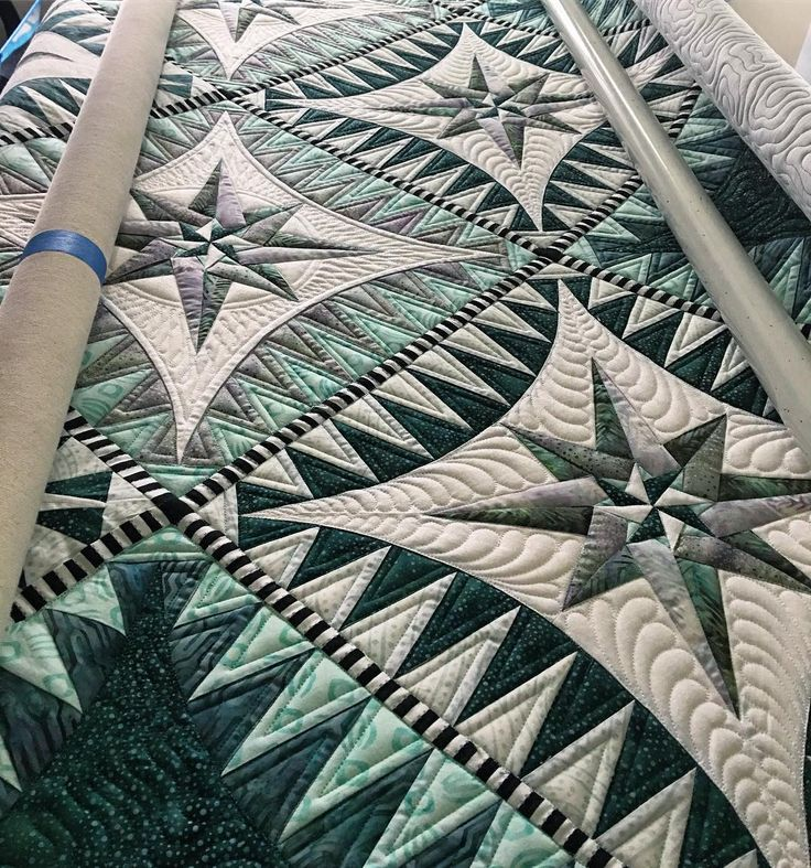 """693 Likes, 11 Comments - Kathleen Riggins (@kathleenquilts) on Instagram: """"Working on @nnkokaaz quilt today. Pattern by @jacquelinedejongedesigns. #fmq #apqscanada…"""""""
