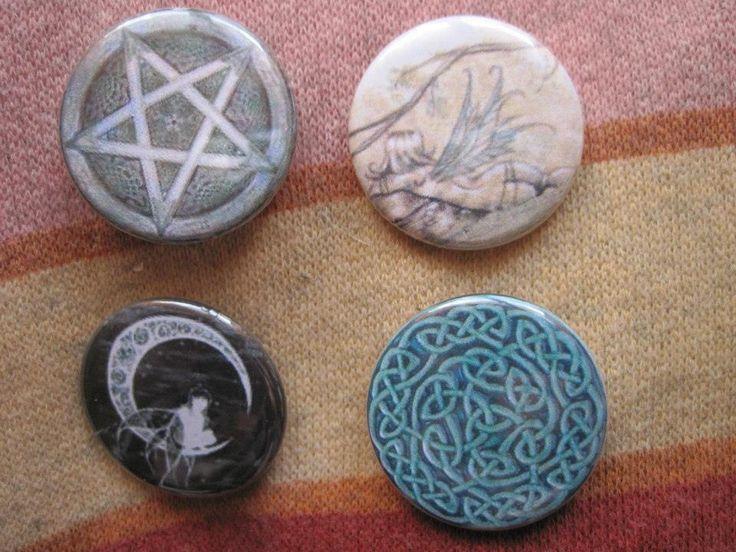 Handmade, celtic pins, possible customize pins  For info: Gatta Bastrada Creazioni (facebook) https://www.facebook.com/pages/Gatta-Bastarda-Creazioni/237047259684340?ref=bookmarks