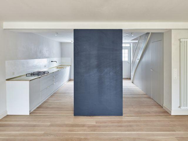 Messingplatte als Küchenabdeckung