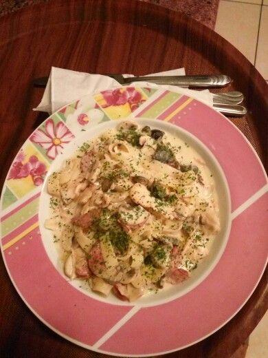 Fettucini with cream sauce chiken and mushroom