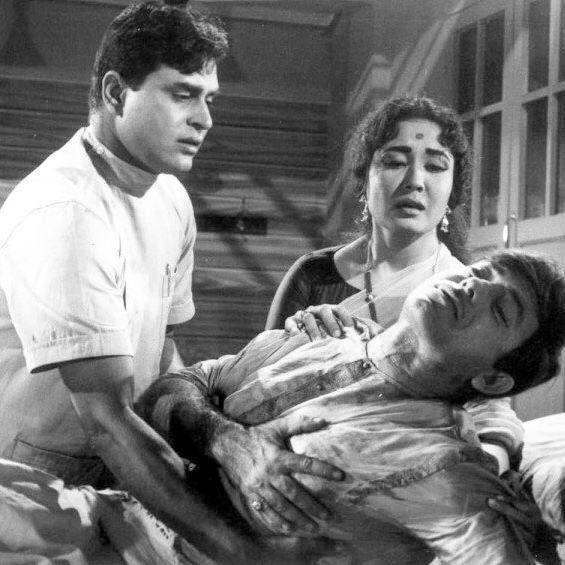 Three of my faves Rajendra Kumar , Meena Kumari and Raaj Kumar in this wonderful still from one of my fave movies Dil Ek Mandir ❤️❤️❤️ - #MeenaKumari #RajendraKumar #RaajKumar #DilEkMandir #Legends #Best