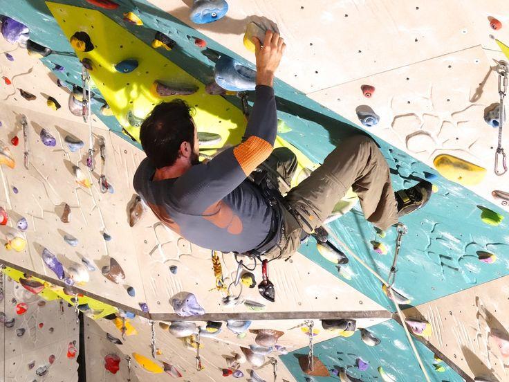 A sziklamászás mindig is komoly kihívást okozott, ezért sok bátor és vakmerő ember próbálkozott már a múlt században is igen népszerű sporttá téve a sziklamászást. Sok hegy nyújt veszélyes kihívást, főleg az északi falak, például az Eiger északi fala is igen nehezen hódítható meg.   #falmászás #Reinhold Messner #sziklamászás
