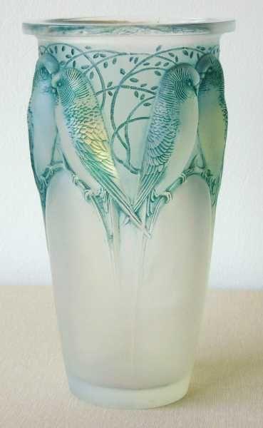 """René Jules LALIQUE . Vase """" Ceylan """" aussi dit """" aux 8 perruches """" . Édition le 16 mai 1924 ."""