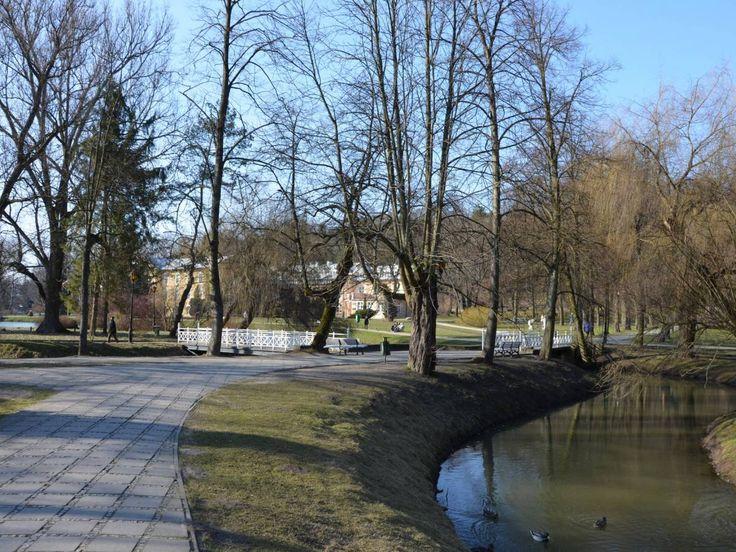 Najchętniej polecane przez Turystów noclegi w Nałęczowie: http://www.nocowanie.pl/najczesciej-polecane-obiekty-noclegowe-w-naleczowie_1.html