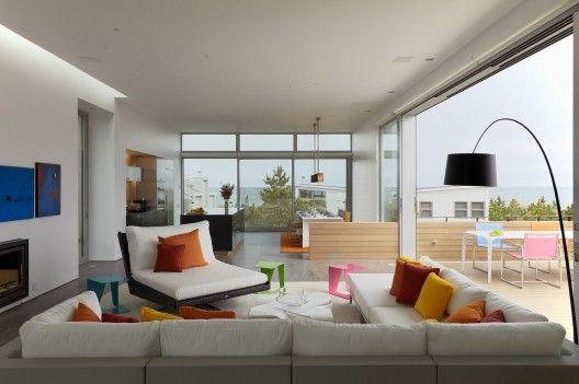 Bright cushions. Beach Walk House / SPG Architects | ArchDaily