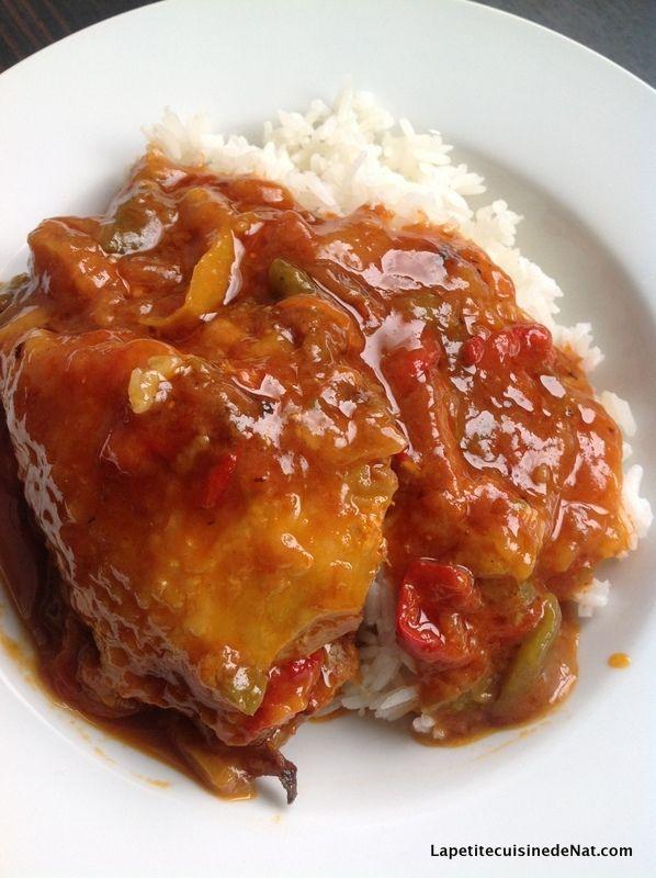envie d'un poulet basquaise ? oui ! une recette économique et passe partout, perfect ;) 1 poulet coupé en morceaux 6 poivrons ( 2 rouges, 2 jaunes, 2 verts) 1 boite de pulpe de tomate concentré de tomate ail 2 oignons bouillon de volaille farine 1 tranche...