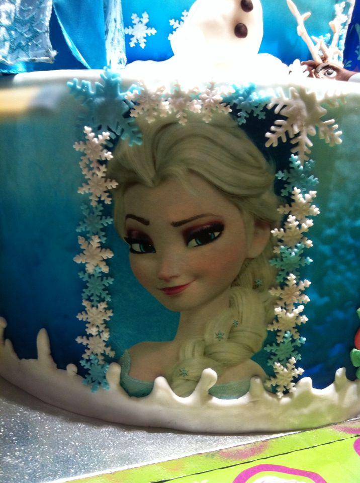 Dettagli della Torta Frozen x la mia bambina #torta #Frozen #chiryscakes #disney #cakedesign #Elsa #fondant