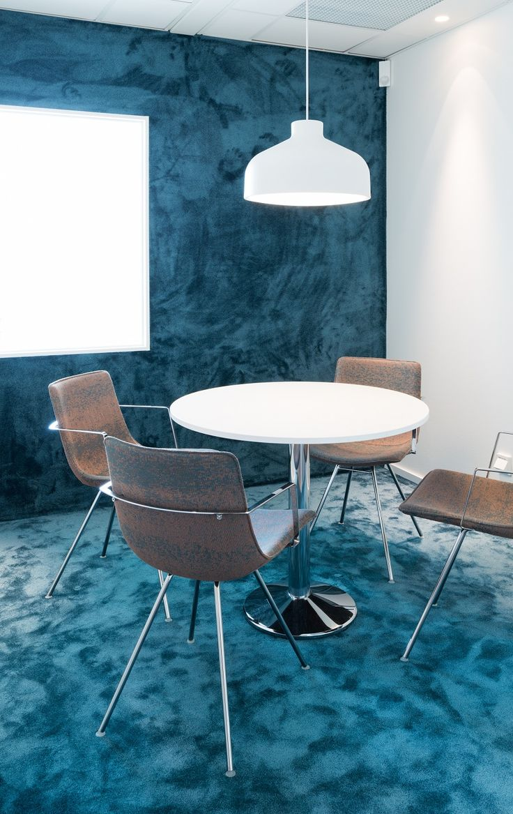 Why not bring the carpet up the wall?   #vorwerk #carpet #floor #design #office #interiors #lyrica #broadloom #interiordesign #officespace #meetingroom #blue