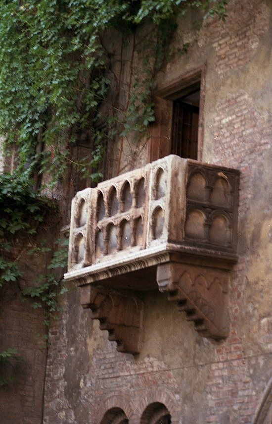 Juliet 39 s balcony verona italy wonderful town full of for Balcony history