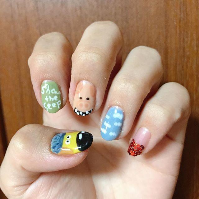 ショーンちゃんは右手に〜〜 右手はティミーとショーンとブタとヒヨコ#ひつじのショーン #ブタ#ビッツァー#ネイル#キャラクターネイル#セルフネイル#ジェルネイル#nail#nailart #nails #instanail #jelnail