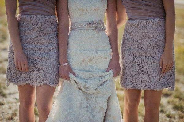 robes de dentelle pourpre pour demoiselle d'honneur courte