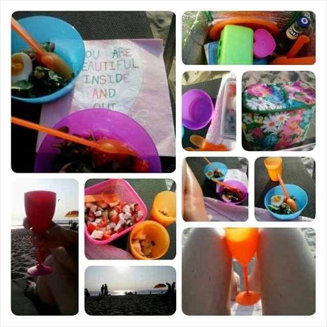 Buiten eten is als vakantie! Hier een picknick op het strand, maar net zo lief eten we thuis.
