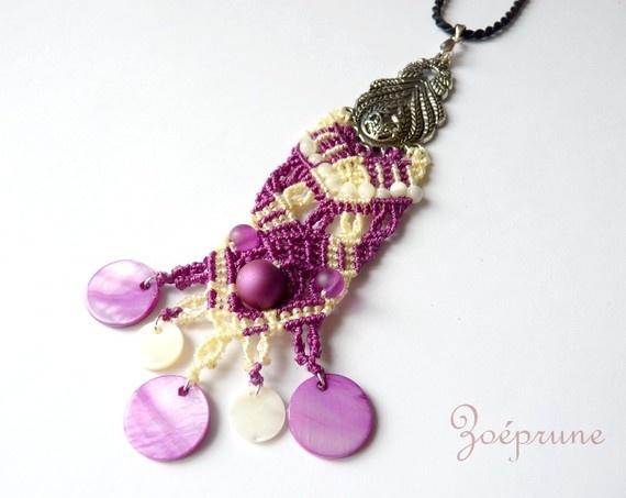 pendentif  dentelle micromacramé violet nacre