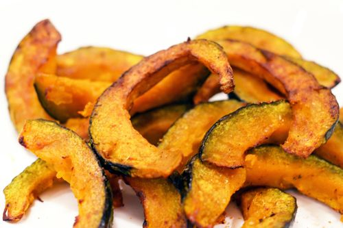I am re-pinning because I tried this and it is DELICIOUS! Even my squash hating family loved this. Roasted Kabocha Squash... So easy to make.