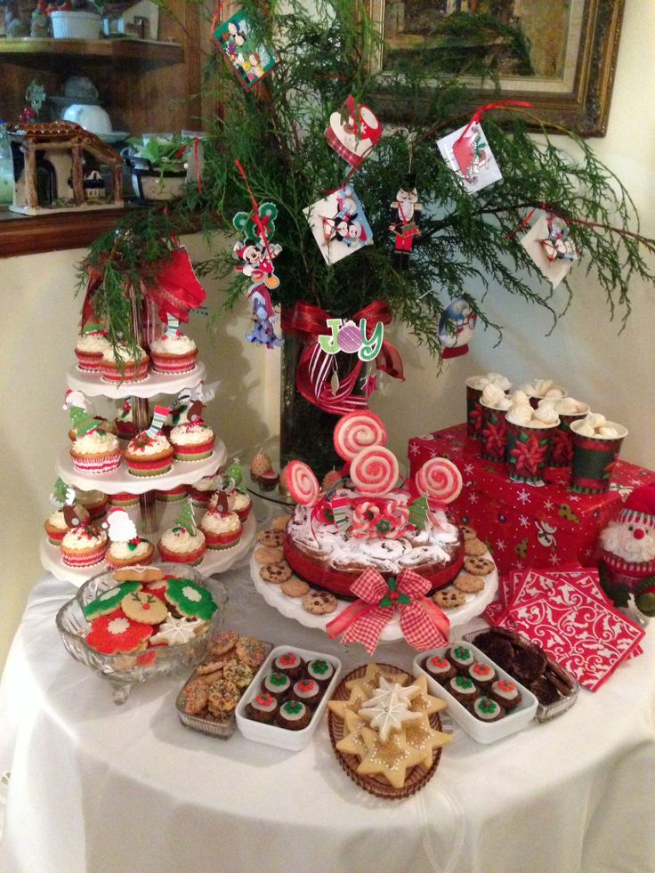 17 best images about candy buffet and other goodies on - Como decorar una mesa en navidad ...