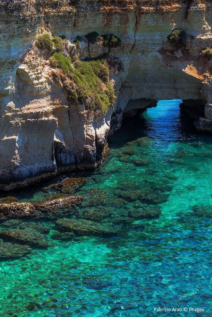 Italy  Helderblauwe zee met rotsen 08/06/2017