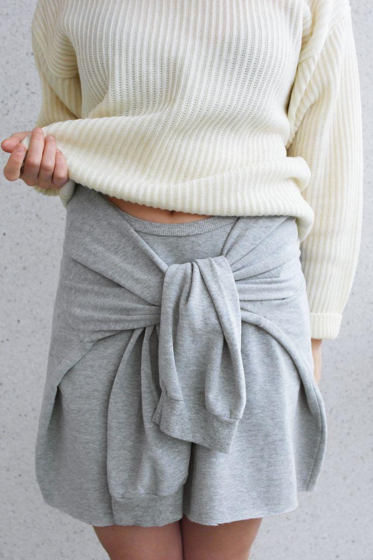 DIY sweater skirt // Tee-se-itse collegehame  http://lackofcolour-millak.blogspot.fi/2014/11/diy-sweater-skirt.html