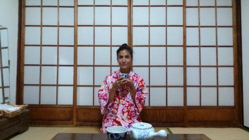 En yukata dans la chambre de mon ryokan dans le quartier de Kannawa à Beppu