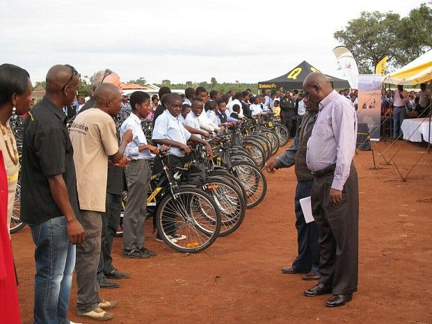 Children in the Wilderness is proud to partner with Qhubeka's Scholar Mobility Programme for the donation and delivery of 250 bicycles to underprivileged learners at N'wanati High School in Limpopo's Makuleke community. Yesterday was the big handover...!