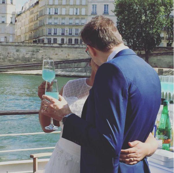 Mariage sur la Seine ! Créateur de souvenirs, BateauMonParis vous accueille à bord de ses péniches et bateaux privatisés pour des déjeuners et diners-croisière. Nous vous offrirons une atmosphère chaleureuse, raffinée et originale à l'occasion de votre mariage, anniversaire, séminaire, repas d'affaire, demande en mariage, apéritif flottant…