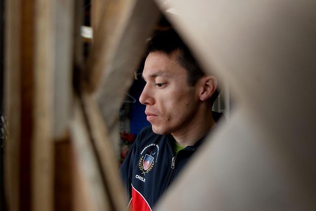 CRISTIÁN VALENZUELA - DEPORTISTA PARALÍMPICO.- El atleta no vidente Cristián Valenzuela logró la primera medalla de oro para Chile en la historia de los Juegos Paralímpicos, en los 5000 metros, en la modalidad T11, para deportistas ciegos, carrera en la que hizo un registro de 15 minutos y 26,26 segundos, su mejor marca, y con la cual llenó de orgullo a todo un país.