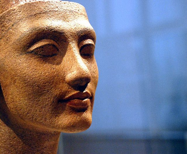 Head of a statue of a Queen (Nefertiti of Merit-Aten). New Kingdom, dynasty 18. 1340-1335 BC. From Thutmose's Workshop, Amarna. Quartzite. Neues Museum, Berlin.