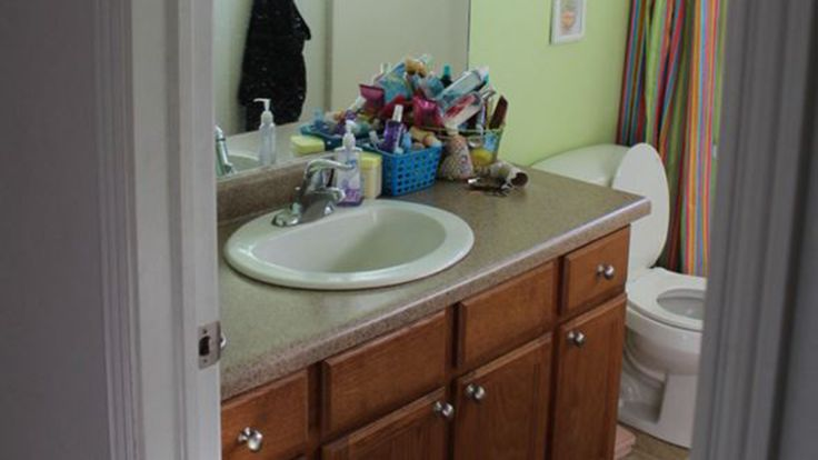See what this drab bathroom looks like after a $400 makeover