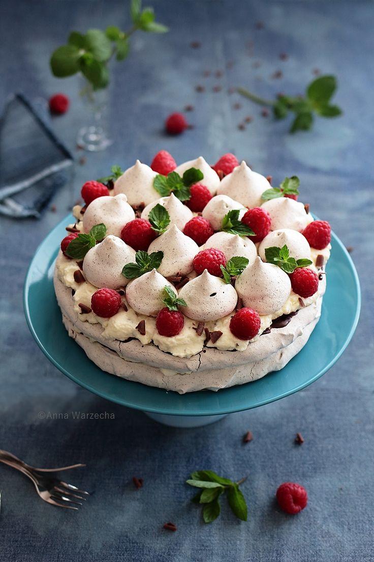 Wiem co jem: Czekoladowo-miętowy tort bezowy