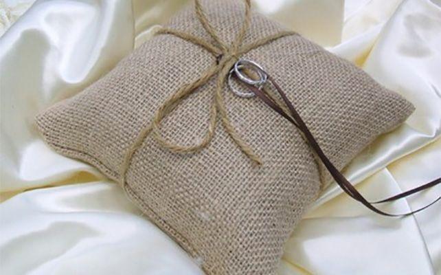 Подушки для колец из мешковины