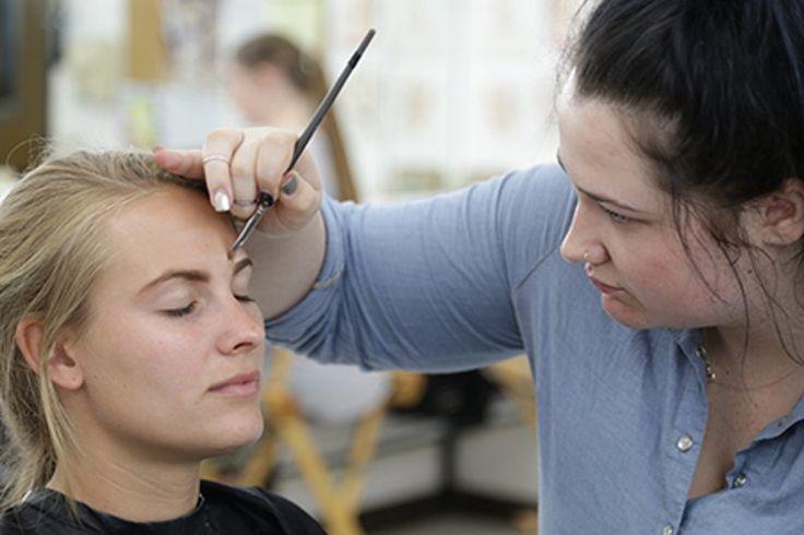 """Обучение в США на курсе """"Художественный макияж в сфере моды"""" в MUD Studio #курсы #учеба #США #макияж #мода #MUD #BellGroup  Имея чувство стиля и многолетний опыт, преподаватели программы дадут студентам сильную базу знаний в сфере художественного макияжа. Элементы художественного макияжа формируют основу всех видов макияжа и являются отличным стартом для начинающего визажиста. В течении 12 недель и 392 учебных часов, студенты закончат три курса, которые входят в программу школы красоты в…"""