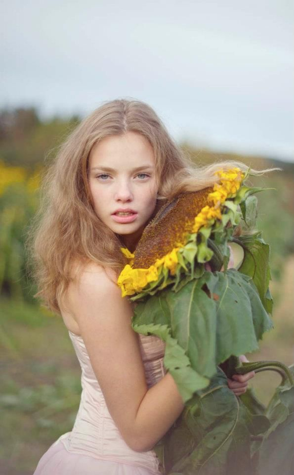 all the beauty things...: Sunflowers Amor, Sunflowers Shoots, Adorable Fashion, Posts, Kristin Froseth, Sunflower, Me Here Then Messages, Beautiful Things, Huge Sunflowers