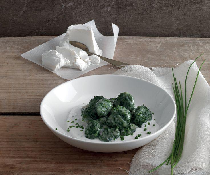 Gnocchi di spinaci con crema di ricotta all'erba cipollina