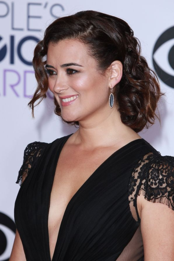 Cote de Pablo at the 2015 People's Choice Awards