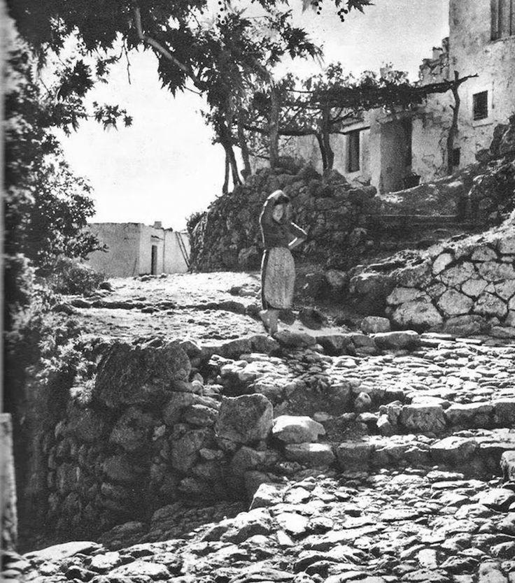 Η Κρήτη του 1950 μέσα από φωτογραφίες του Claude Dervenn-Χωριό στο Αμάρι Ρεθύμνου