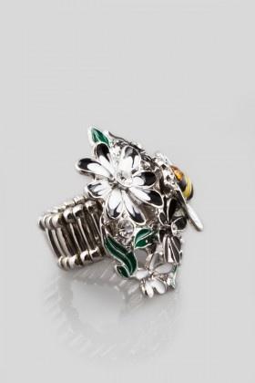 Essera  Gümüş Rengi Çiçek ve Arı Yüzük http://www.lidyana.com/gumus-rengi-cicek-ve-ari-yuzuk
