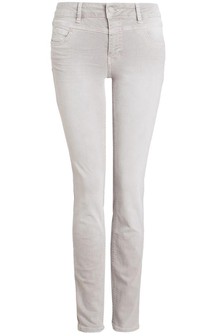 Model Antonia mid rise skinny fit is een jeans van het merk Rosner in de kleur lichtgrijs. De jeans heeft een skinny pasvorm en een normale taille. Verkrijgbaar in de lengtemaat 32.