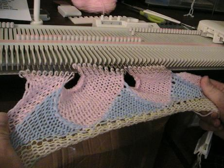 Entrelac sample, machine Knitting